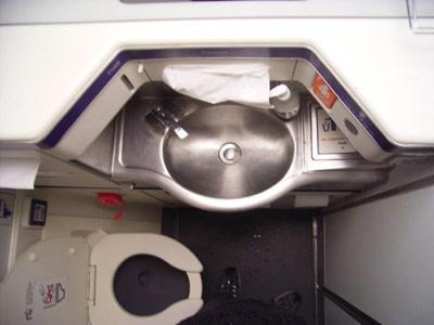 angeblich barrierefreie Toilette im Flugzeug